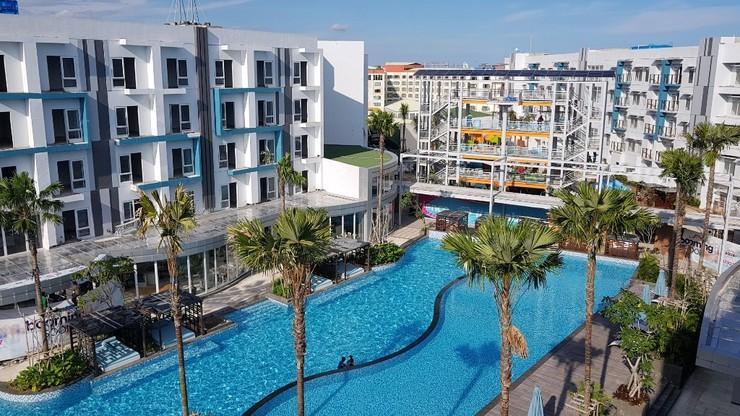 Astara Hotel Balikpapan - Kolam Renang Oasis