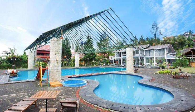 Villa Anyelir Istana Bunga - Lembang Bandung Bandung - Kolam Renang