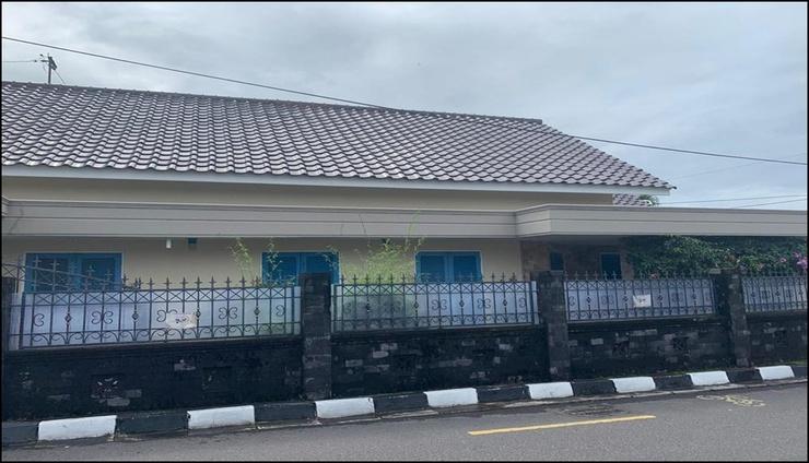 Full House at The Omah Alun Alun  Yogyakarta - exterior