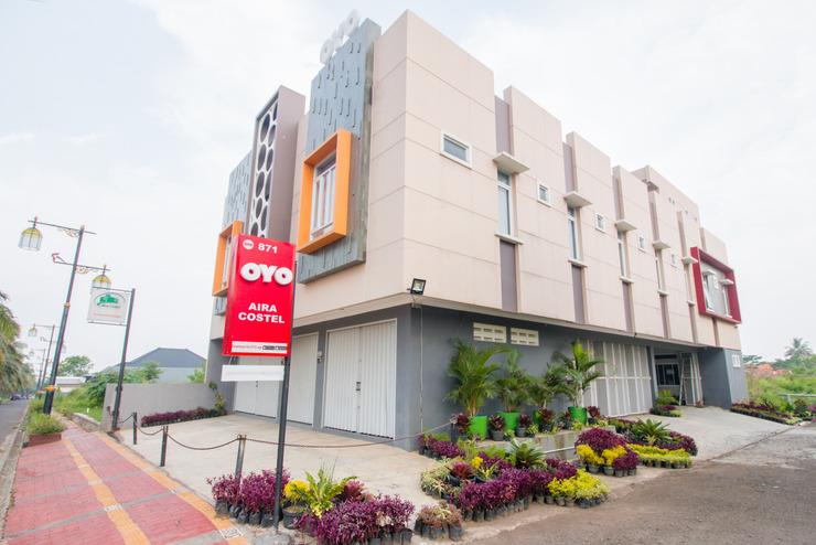 OYO 871 Aira Costel Cianjur - Facade