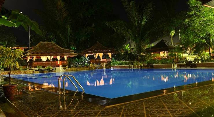Green Tropical Village Hotel & Resort Belitung - Kolam Renang