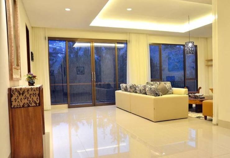 5 BR Pool Hill Side Villa Dago - Interior