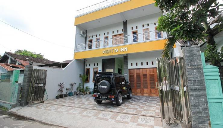 RedDoorz Plus near Taman Sari Yogyakarta - Exterior