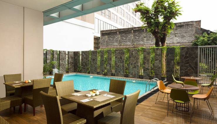 Pesonna Hotel Semarang - Swimming Pool