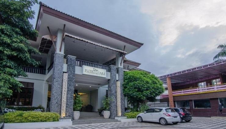 Putri Utari Guest House Malang - Exterior