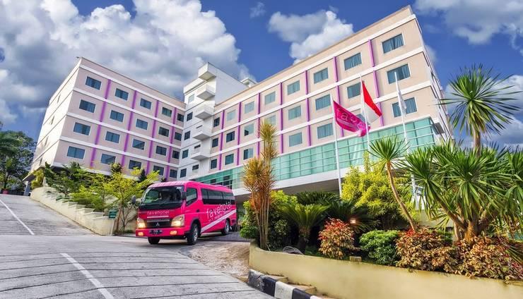 Fave Hotel Balikpapan - Exterior
