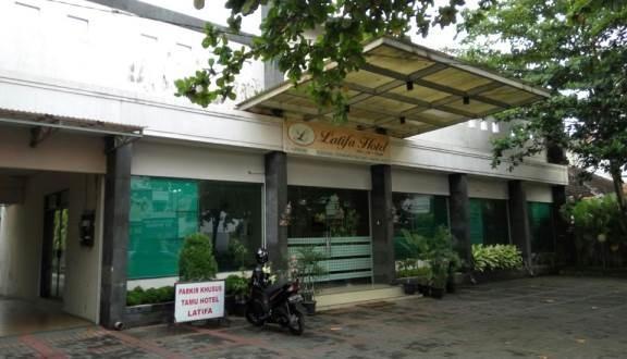 Hotel Latifa Yogyakarta - Facade