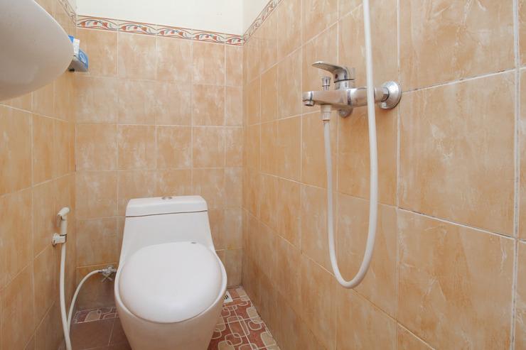 Airy Gombel Bukit Sari Raya 1 Semarang - Bathroom