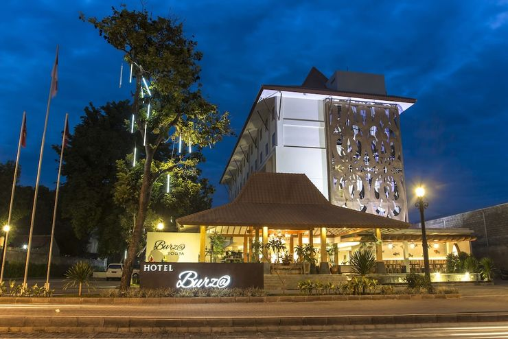 Burza Hotel  Yogyakarta - Front of Property - Evening/Night