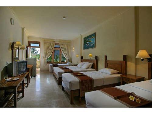 Febris Hotel Bali - Kamar Quad Quintet Kamar Deluxe Keluarga
