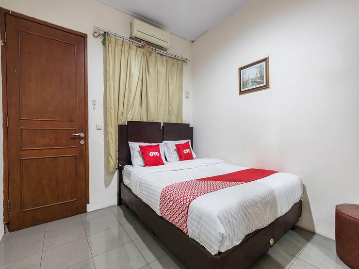 OYO 1672 Wisma Barkah Jakarta - Deluxe Double Bedroom
