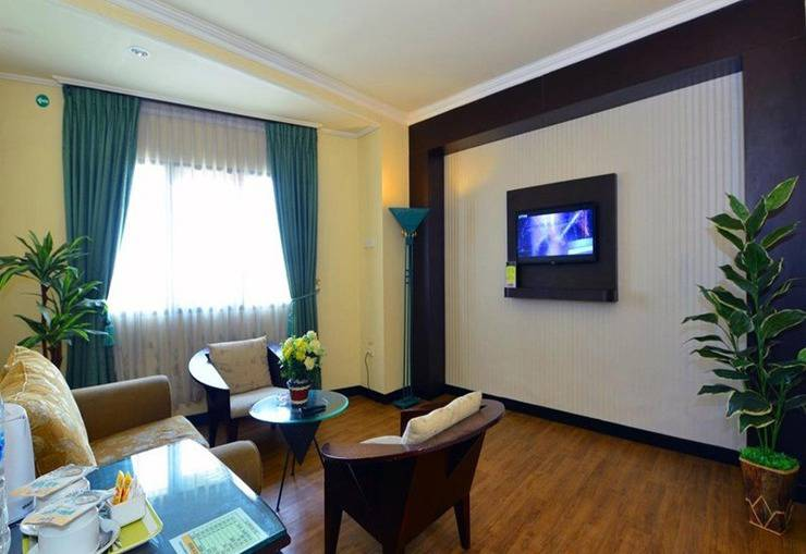 Sofyan Inn Grand Kalimas - Hotel Halal Nyamplungan - Ruang tamu