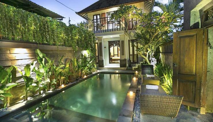 Gusde Tranquil Villa Bali - gedung dan kolam renang