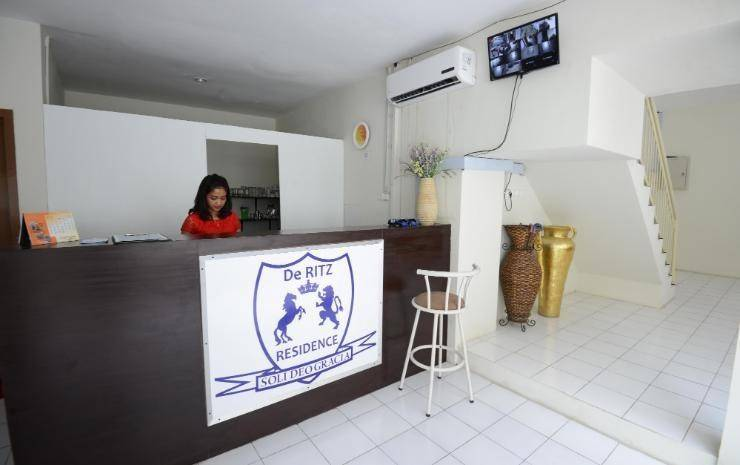 De Ritz Residence Surabaya - Resepsionis