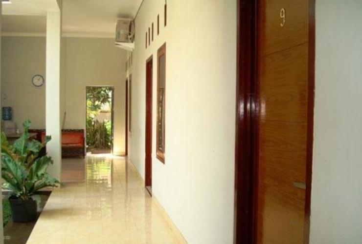 Guest House Amalia Malang Malang - Exterior