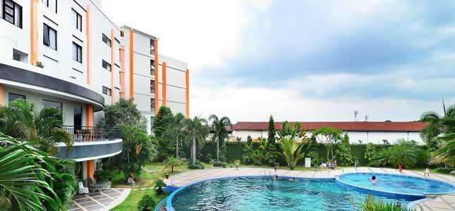 The Sun Hotel Surabaya - Swimming Pool