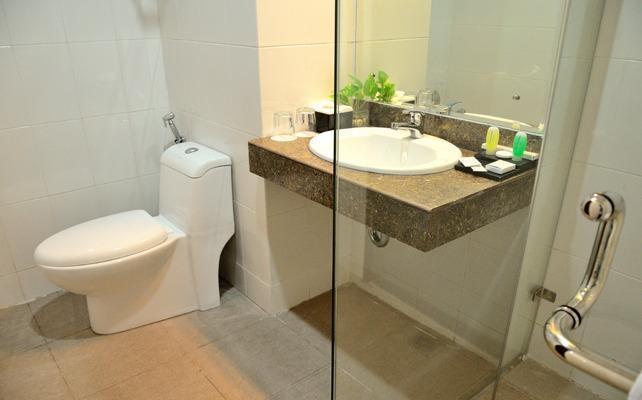The Sun Hotel Surabaya - Bathroom