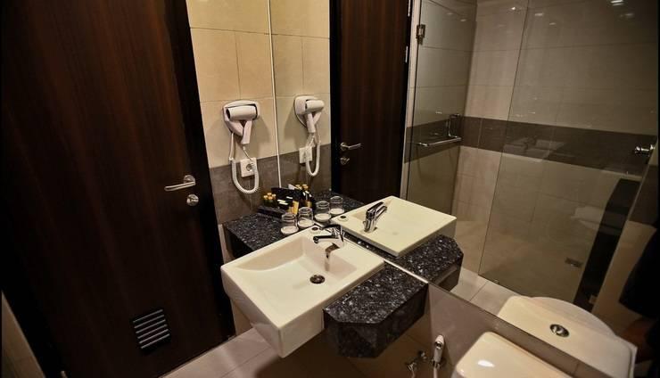 Hotel California Bandung - Bathroom