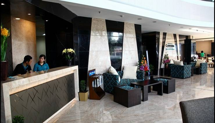 Hotel California Bandung - Receptionist
