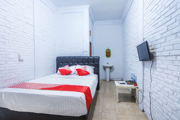 OYO 1424 Guntary Residence Jakarta - Bedroom