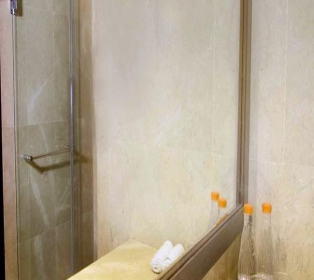 Aston Priority Simatupang - Kamar mandi