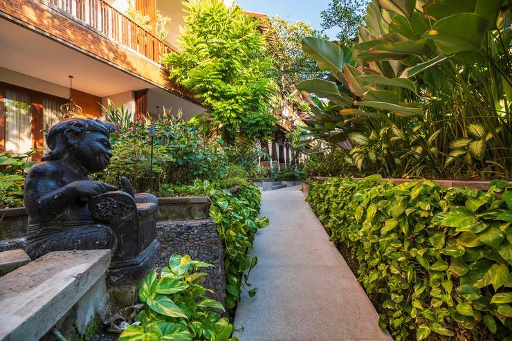 Kuta Seaview Hotel Bali - Pathway