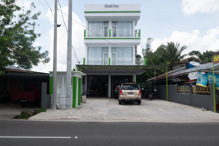 OYO 985 Audi Inn Hotel Belitung - Facade