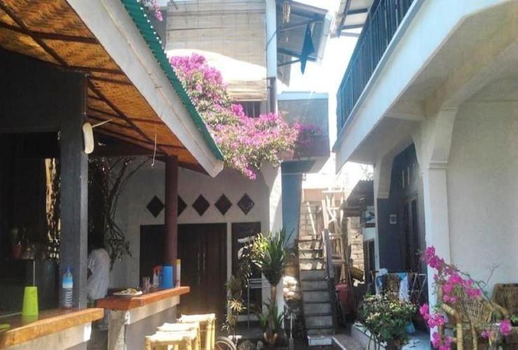 Seven Eleven Homestay Lombok - exterior