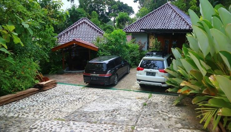 Villa Mata Air Jogja - Parkiran