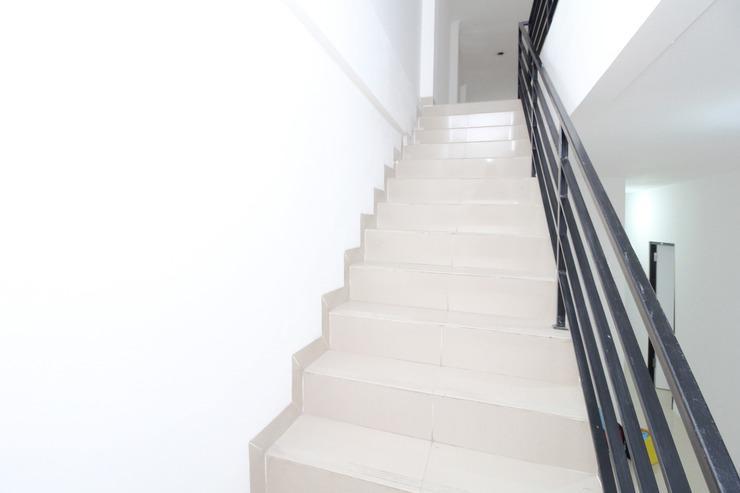 Airy Eco Syariah Jelambar Hadiah Dua 1159 A Jakarta Jakarta - Stairs