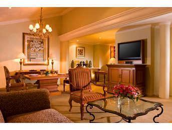 Sheraton Bandung Hotel & Towers Bandung - LIVING ROOM AT TOWERS SUITE
