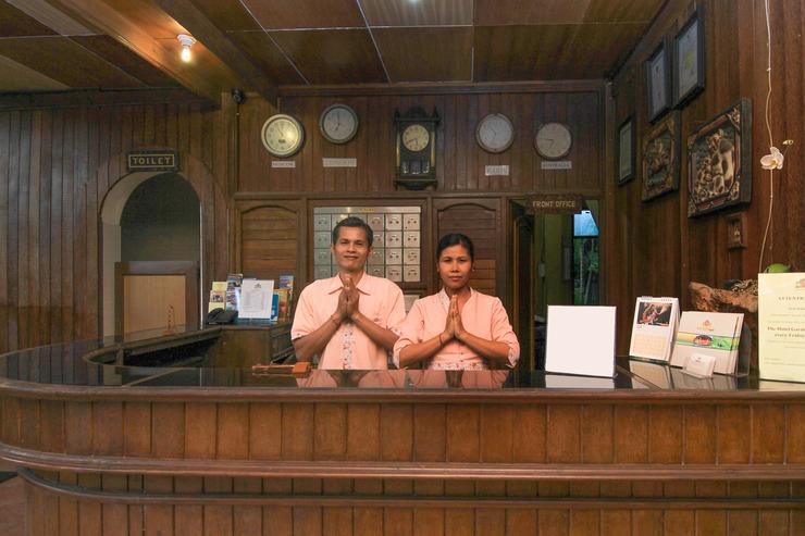 Airy Seminyak Petitenget Kuta Bali - Receptionist