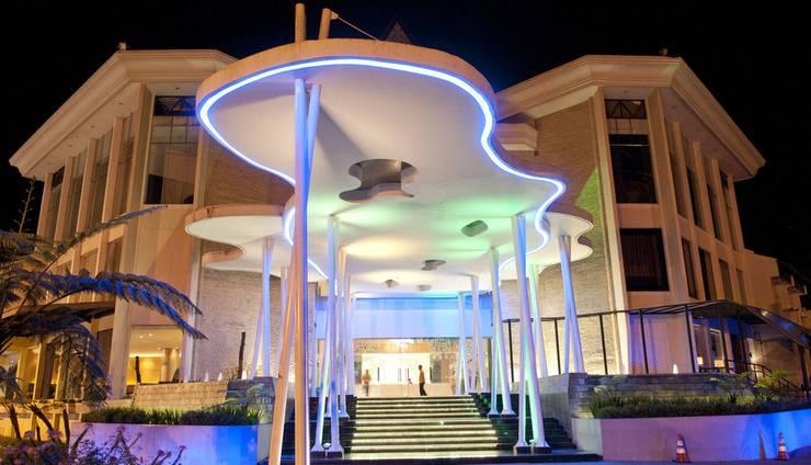 Mikie Holiday Resort Karo - Tampilan Luar