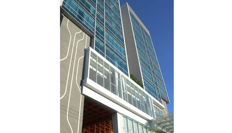 Luminor Hotel Surabaya - Tampilan Luar Hotel