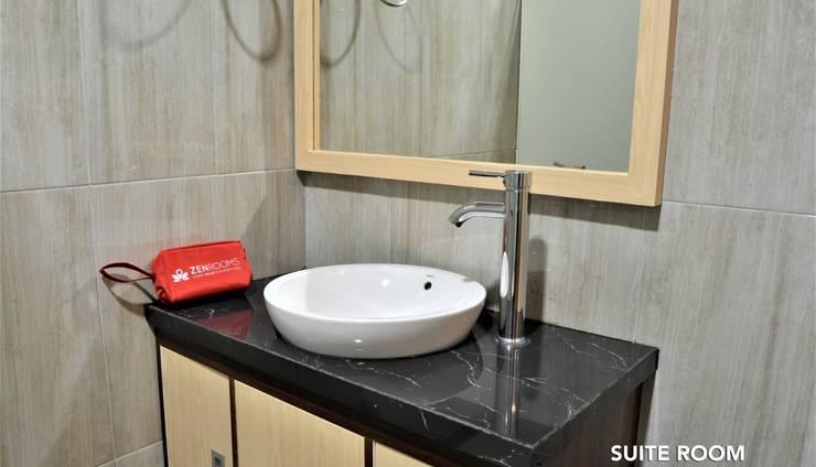 ZEN Rooms Fatmawati Jakarta - Suite Bathroom 2