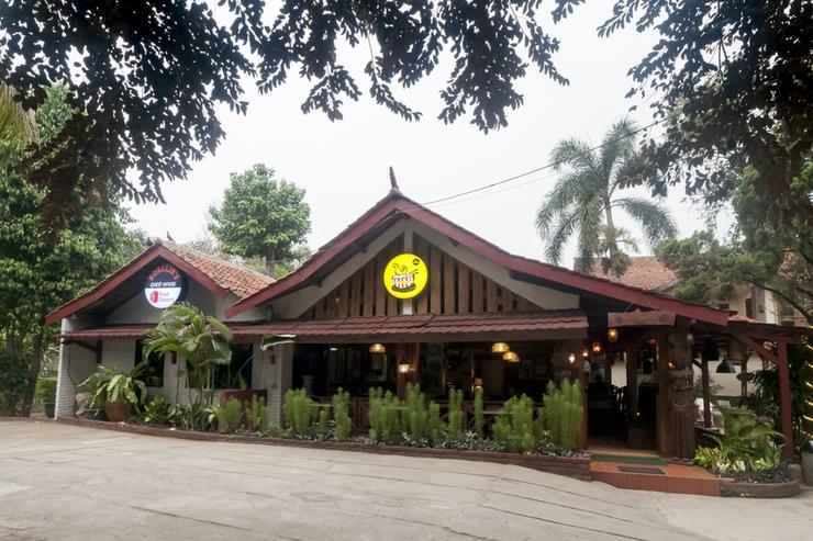 RedDoorz Syariah Plus near Trans Studio Cibubur Depok - Photo