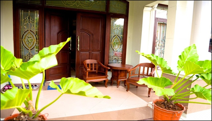 Hening House Purwokerto - 3 Bedrooms Banyumas - exterior