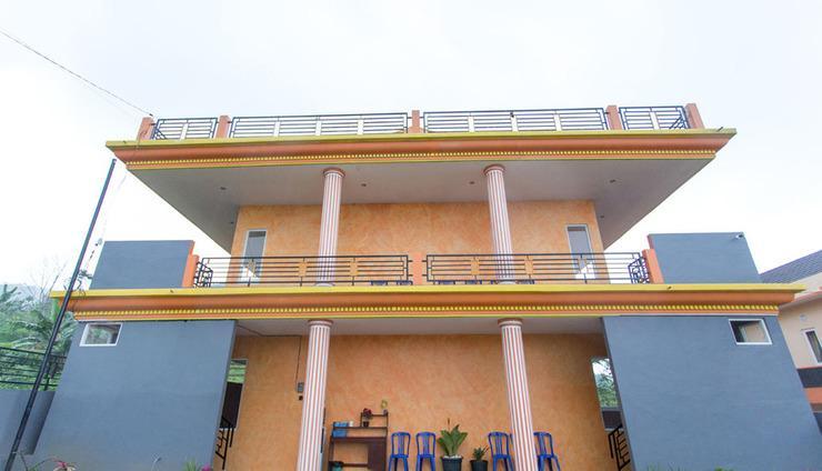 Batuque Town Villa 2 Malang - front