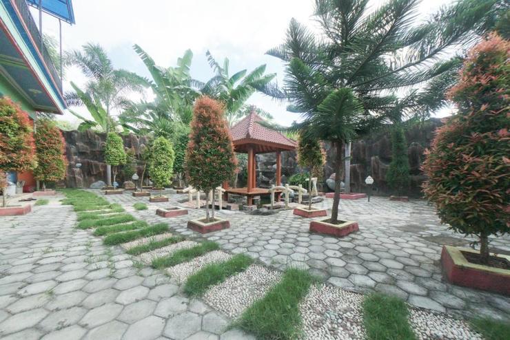 RedDoorz Syariah near Mall Roxy Banyuwangi 2 Banyuwangi - Kebun