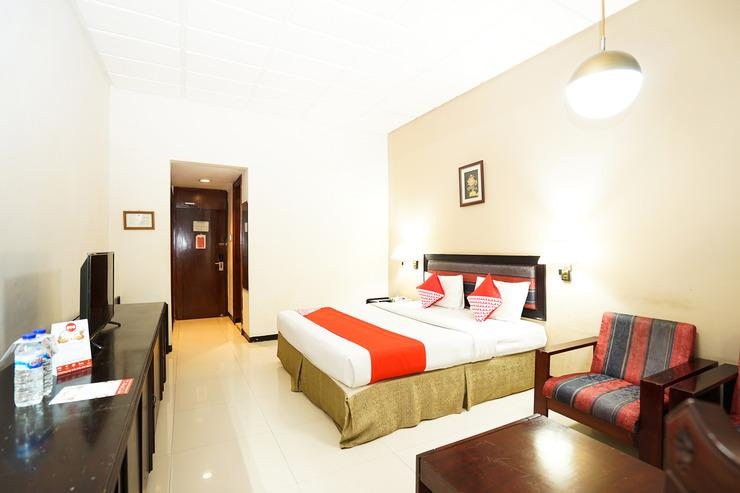OYO 242 New Grand Park Hotel Surabaya - BEDROOM