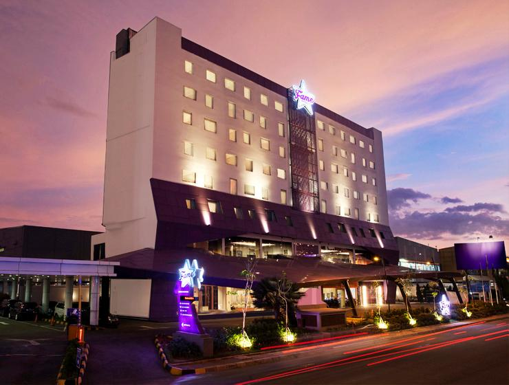 Fame Hotel Serpong - Exterior Night