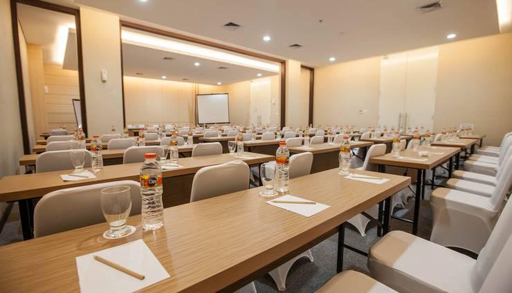 Whiz Prime Hotel Sudirman Makassar - Meeting Room