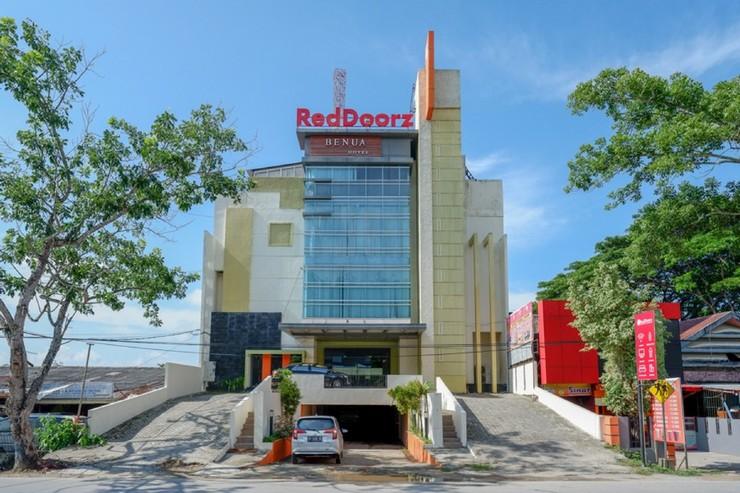 RedDoorz Plus near Hotel Benua Kendari Kendari - Photo