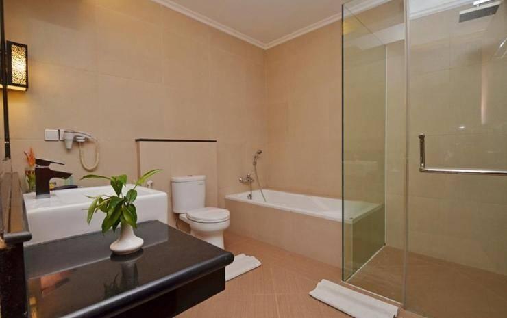 The Axana Hotel Padang - Bathroom