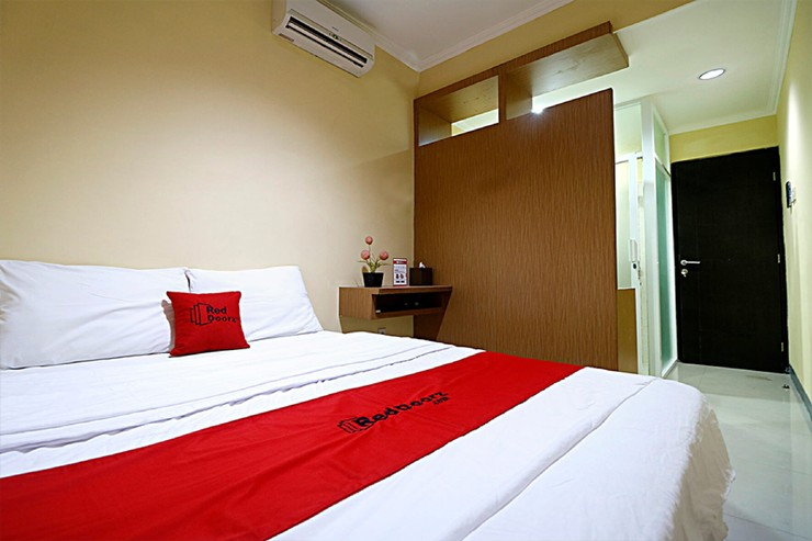 RedDoorz near ITC Cempaka Mas Jakarta - photo