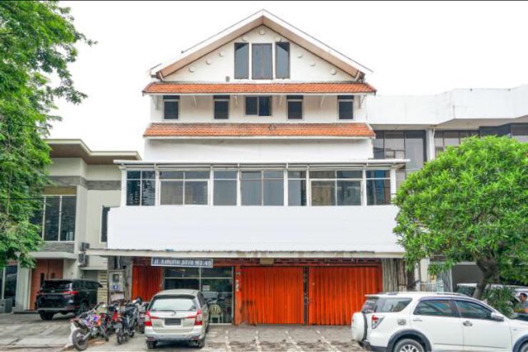 Family Guest House Baratajaya 48 Surabaya - Tampak Depan