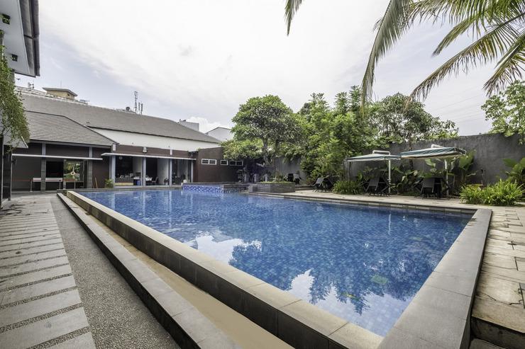 Capital O 2239 Hotel Endah Parahyangan Bandung - Pool