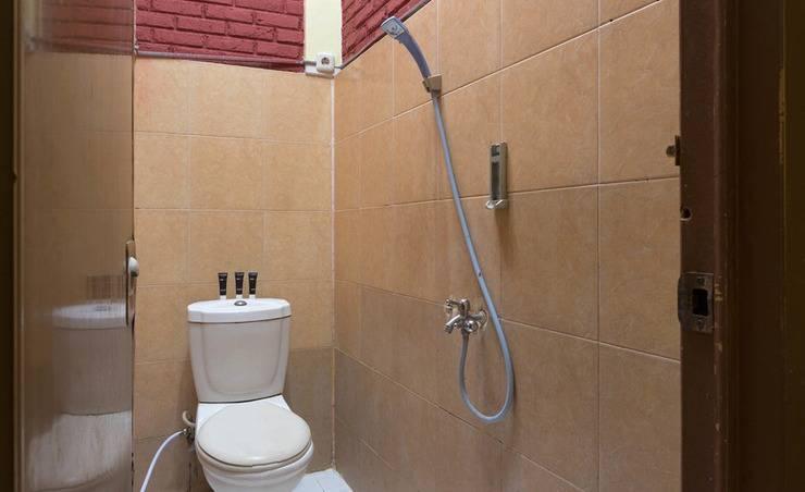 RedDoorz @Penggilingan Cakung Jakarta - Kamar mandi