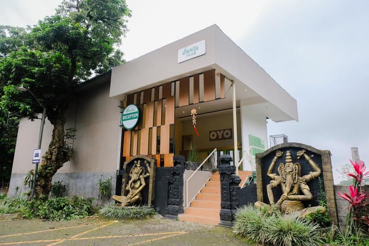 Demilo Inn Malang - Facade
