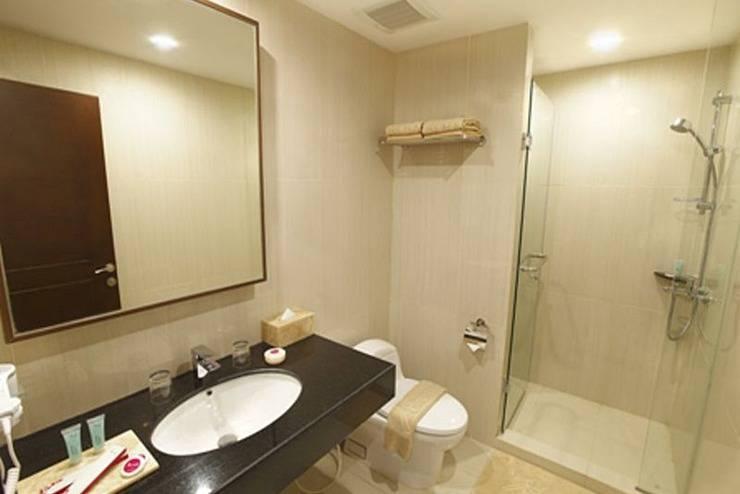 Orchardz Hotel Bandara Tangerang - Bathroom